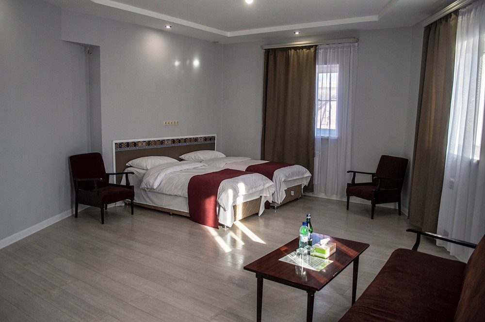 Room: Tigran